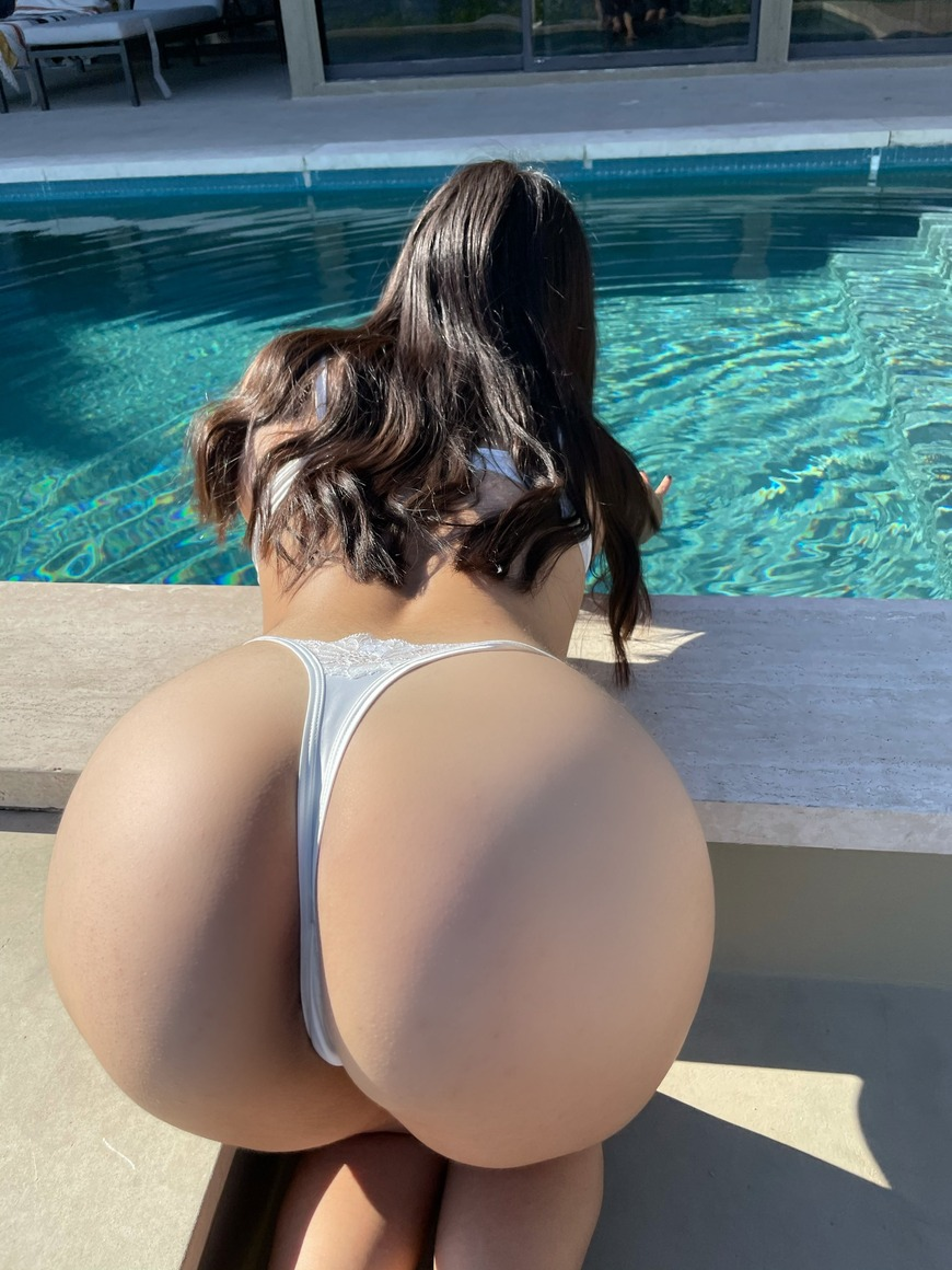 The pool gives only good vibes.⛱� - post image