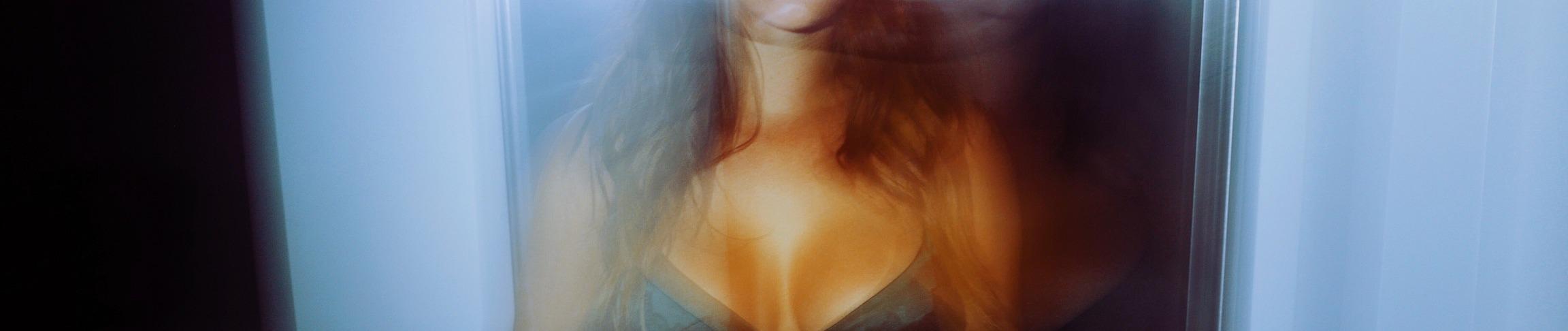 Eva Lovia - profile image